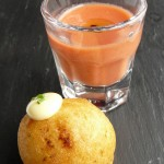 Gazpacho-de-fresa-y-bunuelo-de-bacalao-nuestro-aperitivo
